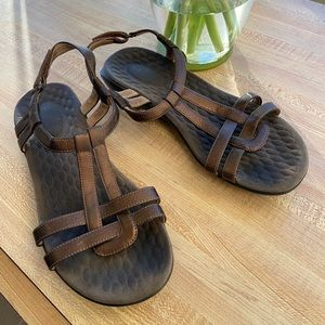 Clark's T-strap Sandals Copper Mettalic size 7.5